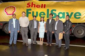 Krishen Veerapen-Chetty, Retail Engineer and Property Manager, Patrick Lamaletie, Liquid Petroleum Gas Sales Representative, Amrish Boojharut, B2B Field Sales Manager, Shalini Bunwaree-Nagdan, Marketing Manager, Sharma Domun, LPG Coordinator, Shailesh Ramnauth, Retail Marketing Implementer, et Charles Mungly, Fields and Sales Manager, tous de Vivo Energy Mauritus.