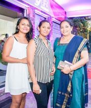 Sheshna Mohabeer, Logistics Coordinator, MPH Global Services, Roshnee Ramrekha, Salesgirl, L'IP, Grand-Baie, et Chitradevi Mohabeer, Rajasthan Handloom House.