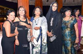 Vimla Seebaluck, Vani Tirvengadum, Surekha Chureetur, Nazima Rohom et Mala Patroo, toutes employées du SICOM Group.