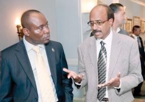 Lionel Marumahoko et le Dr Prakash Ramhith, coordinateur pour les Maladies non transmissibles au ministère de la Santé et de la Qualité de la Vie.