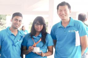 Razik Nabee, Warehouse Supervisor, Namrata Ramah, Distribution Assistant, et Jerry Ng, Transport Manager.