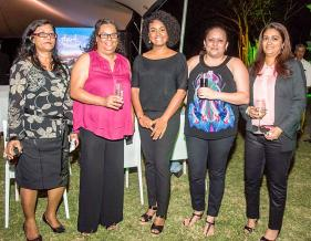 Brinda Seeloyee, accounts officer, Corine Grizzell, administrative secretary, Marie Jane Narain, group head of marketing and communications, Evelyne Le Gentil, assistante de direction, et Javina Matabudul, legal and administrative manager du pôle immobilier, toutes de Trimetys Group.