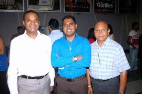 Thierry Nic Tuher, Finance Manager chez Summertimes, Avinash Jeebun, Contract Officer chez Emtel, et Maan Calcutteea, gérant de la station-service Shell de St-Jean.