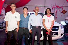 Joseph Ah-Chuen, Wholesalers Sales Representative d'ABC Foods, Alain Ng, Finance Manager d'ABC Automobile Cluster, Sanjiv Goodorally, Senior Manager d'ABC Coachworks, et Vrinda Chinniah, Product Development & Marketing Manager d'ABC Banking Corporation.
