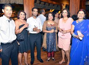 Nazir Fadarkhan, Nita Mauree, Fayaz Budaly, Nandita Ramdewar, Vedi Dhaliah et Leela Goburdhun, tous employés du SICOM Group.