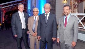 Chris Steman, le Dr Sunil Gunness, Cader Sayed-Hossen et Megh Pillay.