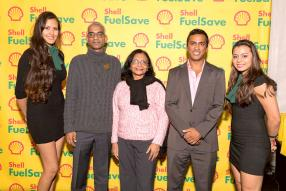 Toshlen Bacha, directeur du Hibiscus Hotel, Anita Bacha, Managing Director d'Avataramall.com, et Krishna Bacha, comptable chez Bacha & Bacha.