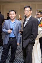 Jerry Lim How, Chief Procurement Officer au Lottotech, et Philippe Tang, directeur artistique.