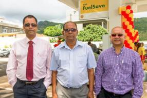 Navin Bukhory, manager de la State Bank of India de Triolet, Ahou Ajoodhea, gérant de la station-service Shell Express, et Naveen Kartick, Territory Manager chez Vivo Energy Mauritius.