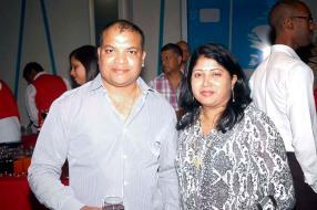 Bhim Bissessur, Finance Manager chez Superdist Ltd, et Preeti Bissessur, éducatrice au ministère de l'Éducation.
