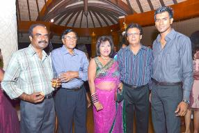 Deven Rayapen, Bhoowaneswar Rajcoomar, Chitra Towokul, Keshwarlall Soomaroo, tous agents, et Kevin Susty du département assurance-vie.