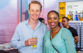 Neal Markham, Account Manager, et Ennie Ndweni, Marketing & Sales Capability Rep, tous deux de Caterpillar South Africa.