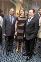 Iqbal Mallam Hassam, Managing Director de la State Investment Corporation, Michelle Carinci, CEO au  Lottotech, et Tommy Ah Teck, directeur du  Lottotech.