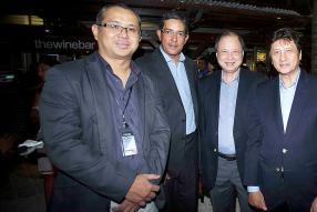 Pierre Lee de Red Line & IOI Network aux côtés de Didier La Pierre, du Dr Marcel et de Jean-Pierre Li Sung Sang de Cash & Carry.