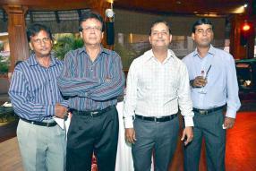 Firoz Purdasy, Keshwarlall Soomaroo, Ravi Boodhoo et Dan Teeluck, tous agents du SICOM Group.