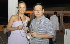 Karine Morel, manager du département comptabilité de l'Anglo-Mauritius, et Leong Lai du département informatique de l'Anglo-Mauritius.