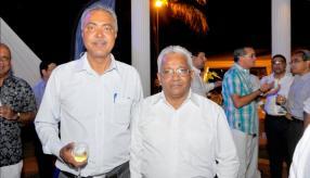 Anoop Chundunsing de Radhaysing Ltd, gagnant du Silver Award de la Swan Insurance, et Nagalingum Appasami, agent accrédité de l'Anglo-Mauritius.