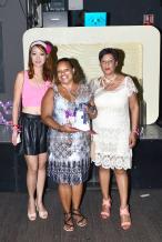 Nathalie Fanchin, rédactrice en chef du magazine de la Mauricienne, et Sharon Kong, responsable du marketing, remettant à Marie-Lise Olivier, le premier prix du tirage au sort d'essentielle, soit un billet d'avion  aller-retour pour Rodrigues.