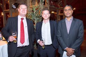 Julian G. Pienaar, Technical Solutions Advocate de Lenovo Afrique du Sud, David Terblanche, Manager Relationship Account de Lenovo Afrique du Sud, et Shateeaum Sewpaul, Senior Manager de Harel Mallac Technologies.