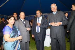 Lady Sarojini Jugnauth et son époux sir Anerood Jugnauth en compagnie de Hervé Aimée, ministredes Administrations régionales, et de Karl Offman, ancien président de la République.