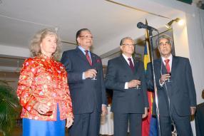 L'ambassadrice des États-Unis, Shari Villarosa, en compagnie du président de la République, Kailash Purryag, du Premier ministre Navin Ramgoolam et du ministre des Affaires étrangères, Arvin Boolell.