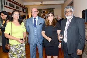 Patricia Figon, Corporate Services Assistant de la British High Commission, aux côtés de Graham R. Taylor, Chief Executive Officer (CEO) de Diplomatic Mission Supplies, Sharoon Lallmahomed, Corporate Services Manager de la British High Commission, et Adam Hosanoo, un invité de la soirée.