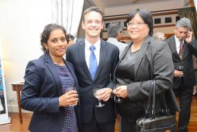 Preetee Ramdin d'Ernest & Young aux côtés de Louis Rivalland, Group Chief Executive de la Swan Insurance, et Clairette Ah- Hen, Chief Executive de la Financial Services Commission.