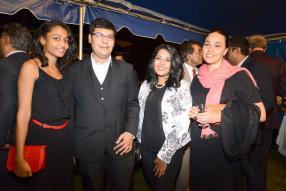 Caméla Fortuno, Zuhayr Panchoo, Vandana Boolell, tous des participants aux différents programmes de l'ambassade américaine, et Julia Haines, Fulbright Student de l'Université de Virginie.