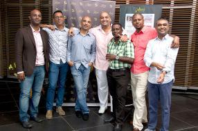 Quelques anciens de l'équipe : Didier Pragassa, Gary Holtz, Josian Fabre, Medhi Jeetoo, et Didier Toussaint, avec Tony Fine et Jean Marie Gangaram, photographe et journaliste au sein de l'actuelle équipe.