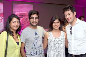 Vandina Chakowa aux côtés de Sagar et Khushboo Tulsidas, ainsi que Sebastien Lam.