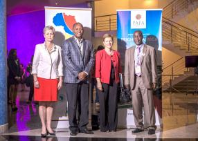 Olivia Kirtley, President of International Federation of Accountants, Patrick Kabuya, Senior Management Specialist de la World Bank, Jane Valls, Chief Executive Officer au Mauritius Institute of Directors et Vickson Ncube, CEO de la Pan African Federation of Accountants.