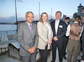 Sanjiv Bhasin, CEO d'AfrAsia Ban Ltd, Heidi Rix, Chief Operational Officer de Grit, et Hamish Arnold, Chief of Staff de Grit.