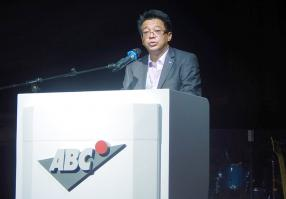 Dean Ah Chuen, Executive Director de la branche automobile du groupe ABC,  lors de  son discours.