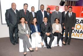 Debout : Hemraz Hoolash, ACCA Council Member, Tahir Abdul Wahab, Vasant Ramphul, Rakesh Rajcoomar, Kovi Goinden, Den Surfraz, vice-président de l'ACCA Mauritius Network Panel, Arvind Gokhool et Yousouf Hansye. Assis : Madhavi Ramdin-Clark, Head of ACCA Mauritius, Hema Pawan, Vashist Gohee, président de l'ACCA Mauritius Network Panel, et Varsha Bishundat.