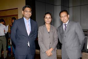 Osman Badat, CEO et Founder Partner de McMillan Woods, Yamini Sibartie-Taukoor, et Vashist Gohee.