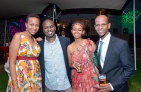 Mercy Njoroge, David Njuki et Fifi Gahongayire, des invités, avec Peter Wachira, Business Planning Manager de Standard Chartered Mauritius.