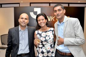 Rishy Lutchman, Head of Treasury, Kamini Vencadasmy, Corporate Secretary, et Prakash Poorun, Facilities Manager, tous de Bank One.