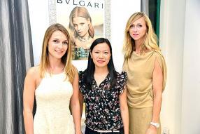 Charlotte Lafon, formatrice chez Bvlgari, aux côtés de Veronique Camille, Brand Manager - Personal & Home Care chez Grays Ltd, et Solenne Weltin, représentante de Bvlgari.