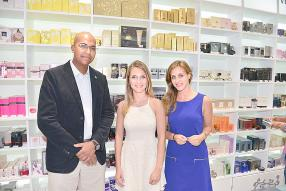Didier Grandport chargé de la Cards Strategic Business Unit à la Mauritius Commercial Bank, Charlotte Lafon, et Florence Harel, New Grove Rum Brand Coordinator chez Grays Ltd.