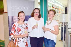 Violaine Hrebicek, Brand Coordinator Wines chez Grays Ltd, Armelle Koenig, Group Purchasing Coordinator chez Indigo Hotels, et Emmanuelle Montocchio, Project Coordinator de Reef Conservation.