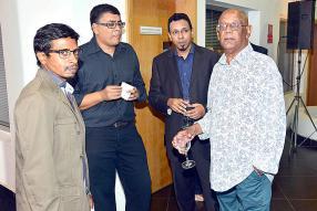 Jacques Achille, Ritvik Neerbun et Rajen Bablee ont tous fait partie de la rédaction.