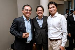 John Chung, Managing Partner chez KPMG, Louis Rivalland, Group Chief Executive de Swan Group, et Danny Fon Sing, Executive Director de MaxCity Capital.