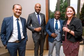 Shehryar Bakht Ali, Head of Retail Banking, James Kasuyi, Head of Financial Institutions, Carl Chirwa, Head of International Banking, tous de Bank One, en compagnie d'Alison Shea, Acting High Commissioner de l'ambassade australienne.
