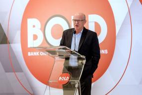 François Eynaud, CEO de Sun Limited, s'adressant à l'audience.
