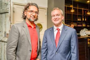 Ilrshaad Goolamally, directeur de Keep Moving Consulting, et Seth Schleicher, Consular Office à l'ambassade des États-Unis d'Amérique.