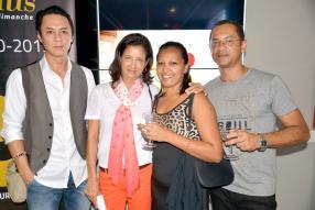 Richard Chan, directeur de Chilli Arts, Tanuja Lutchmun, Maita Bruget, Admin Support & Media Planner chez XII Monkeys, et son époux Bernard Bruget, graphiste chez T- Printers.