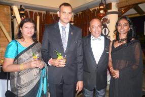 Kamini Jeewan d'ADC Financial Service, Krish Raj Jeewan, Finance Manager chez TNT, Désiré Mariette, président du Rotary Club d'Albion et directeur de Trait D'Union Ltée, et Preeya Singaravelloo, femme au foyer.