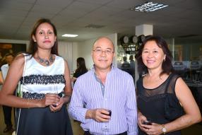 Maita Fourville-Victoire, Senior Relationship Manager, HSBC, Harold Leung, pilote à Air Mauritius, et son épouse Oynah Leung, enseignante au St Andrew's College.