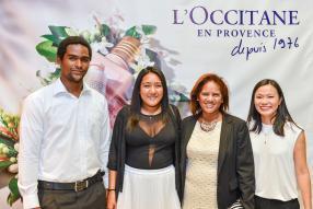 Armand Wilson, Elodie et Marie Ange Wu Tai Wah, clients VIP de L'Occitane, en compagnie de Véronique Camille, Brand Manager - Personal & Home Care, Grays Ltd.