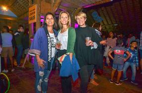 Rova Huet et Sandy, journaliste à Gypsea, et Anne Bé, habitante de l'Ouest.